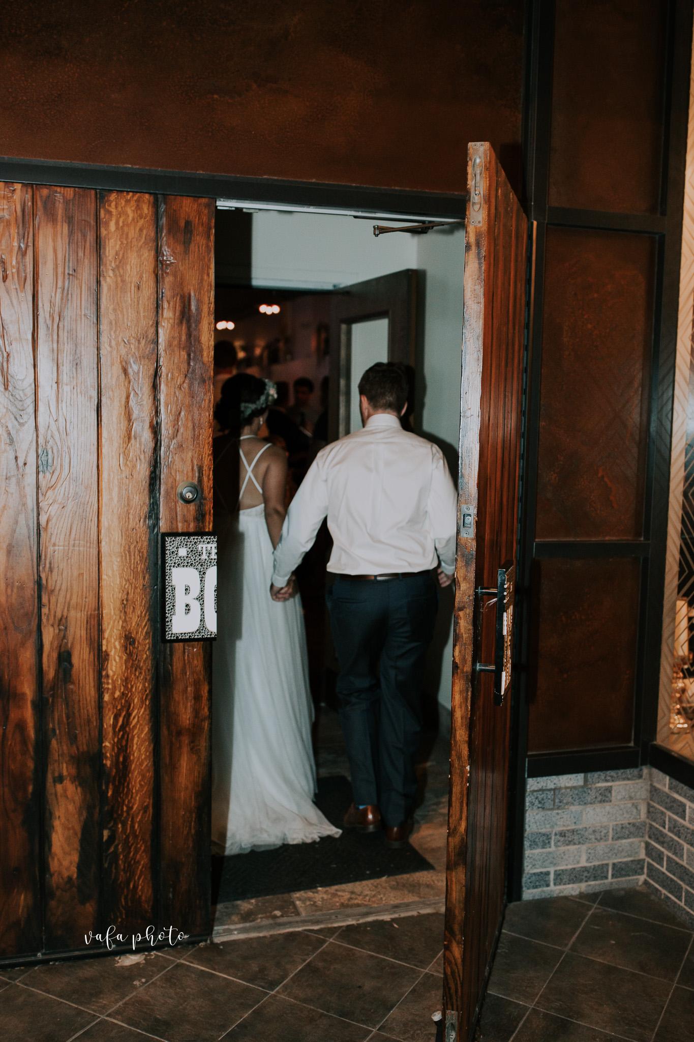 Milwaukee-Athletic-Club-Wedding-Amanda-Tony-Vafa-Photo-1100.jpg