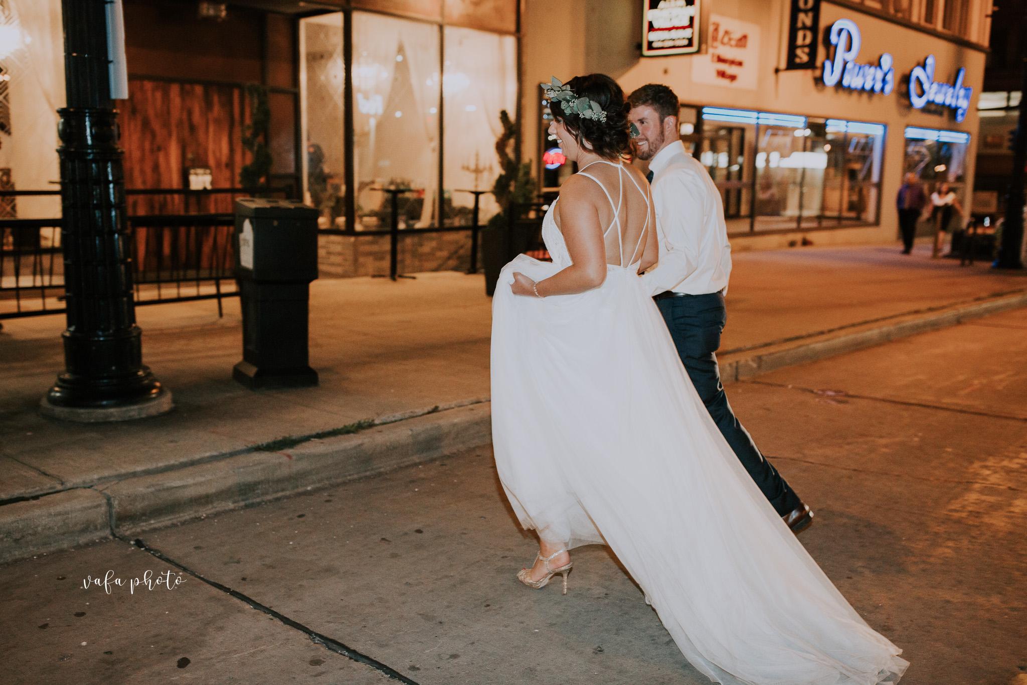 Milwaukee-Athletic-Club-Wedding-Amanda-Tony-Vafa-Photo-1095.jpg