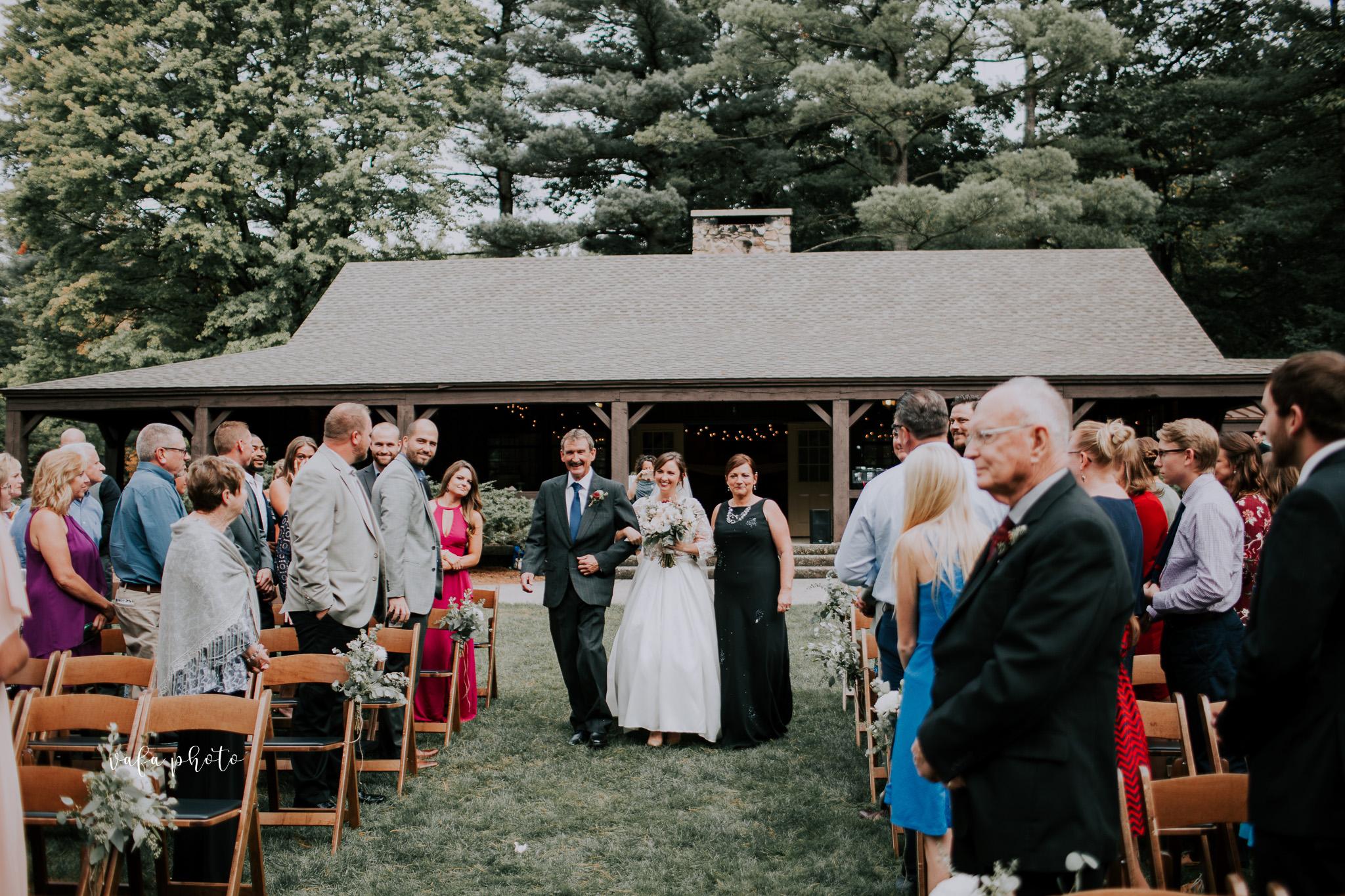 Grand-Rapids-Wedding-Danielle-Brian-Vafa-Photo-666.jpg