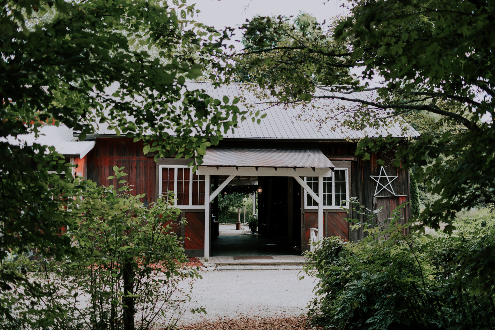 MillCreek-Wilde-Wedding-Barn-Michigan-Eliza-Eric-Vafa-Photo2.jpg