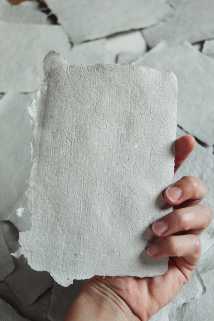 paper-making-with-fabric-scraps-and-newspaper-12