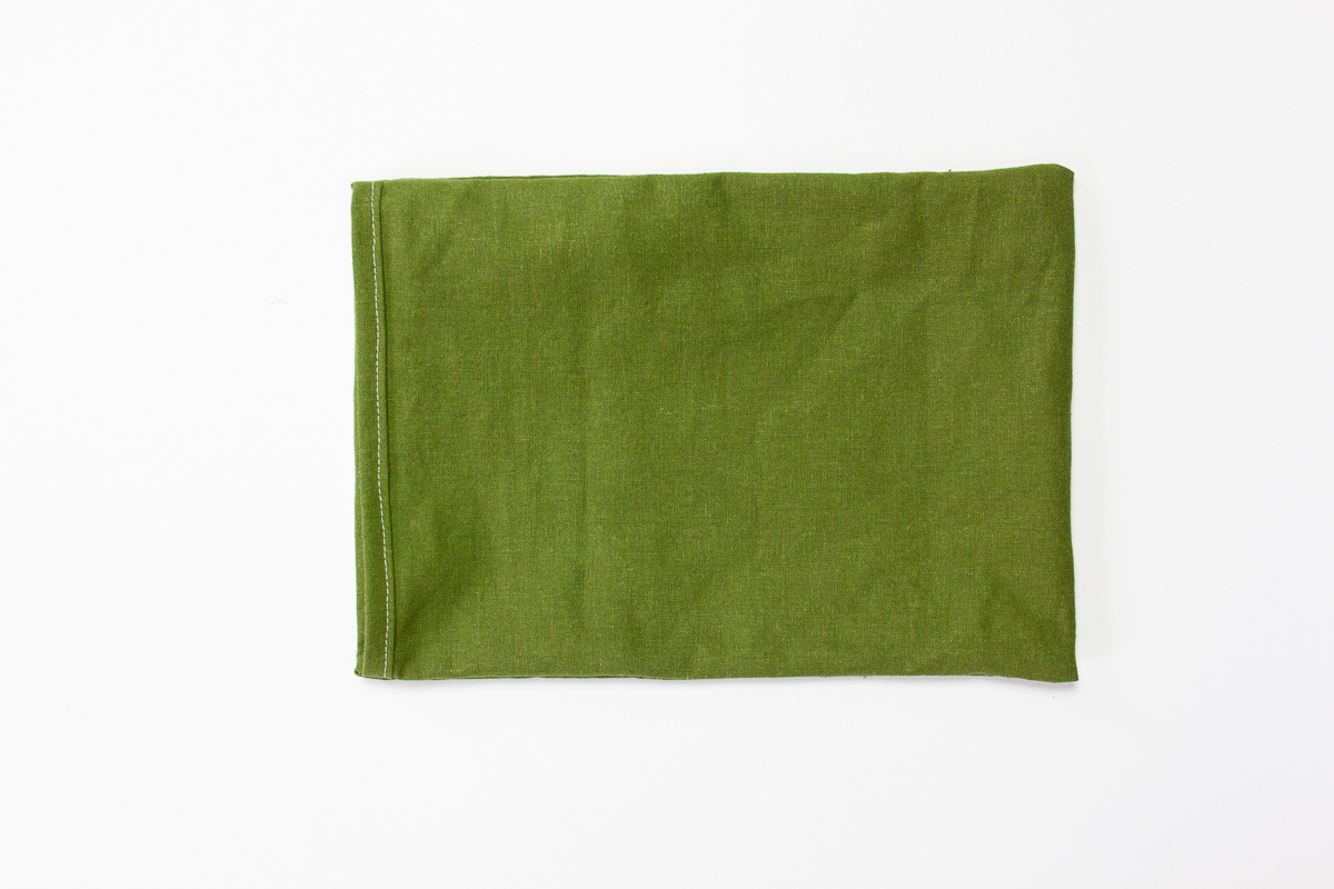 How to make an easy pouch for travel and organizing  - Tutorial with lots of photos by Sarah Kirsten