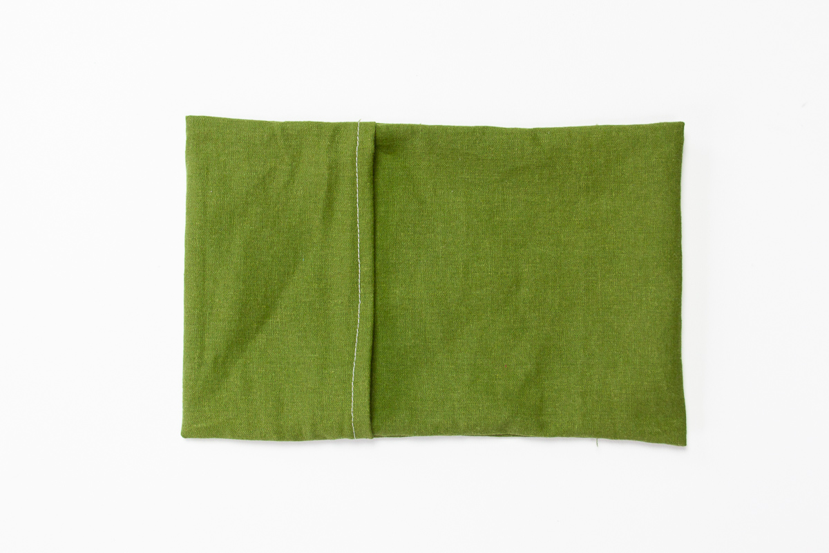 How to make easy travel pouch packs - Tutorial with lots of photos by Sarah Kirsten