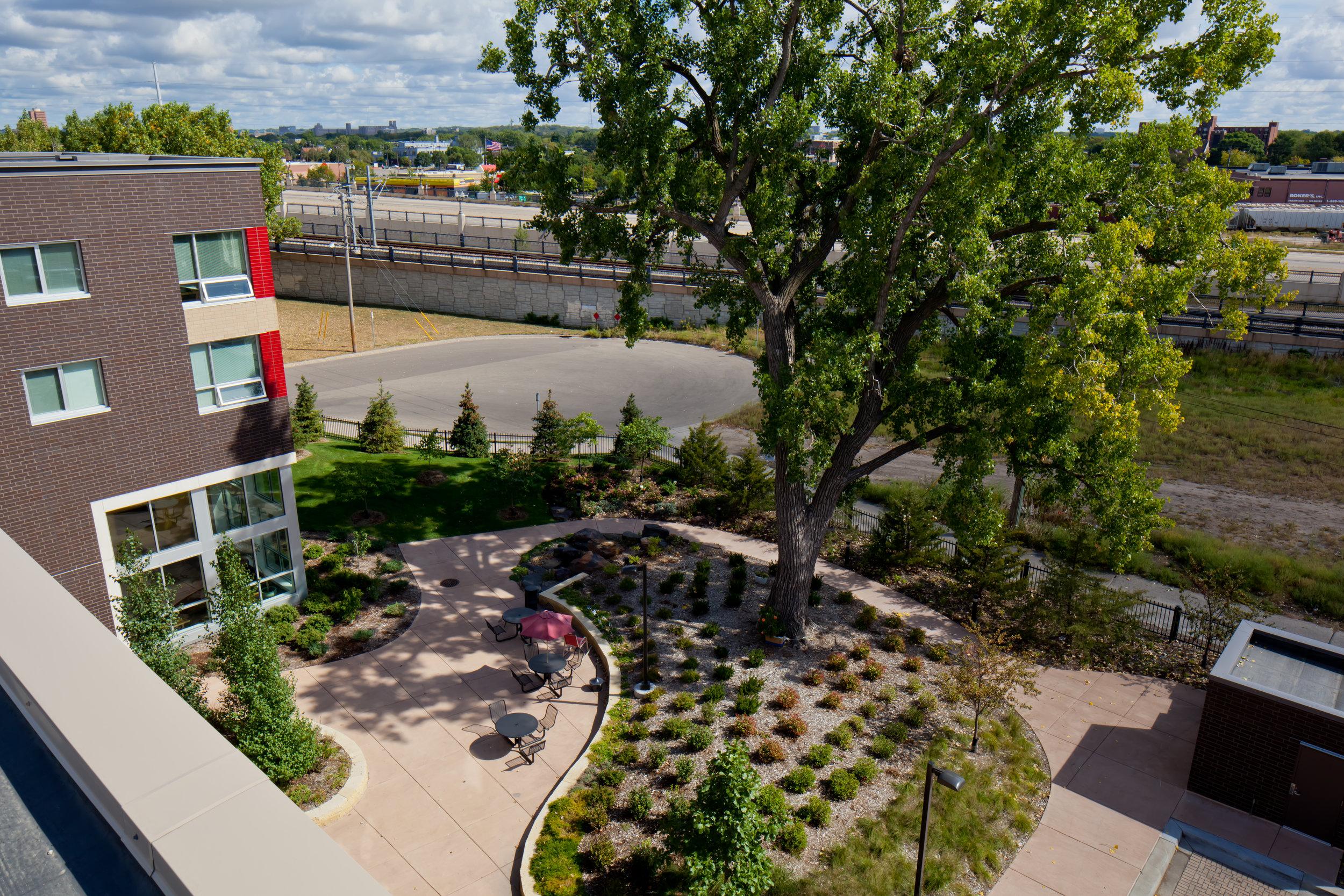 0747-ext-roof-courtyard.jpg