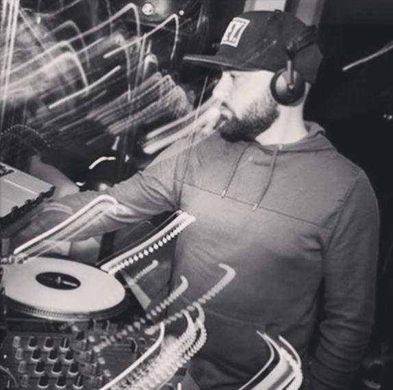 OLIVIER BENTLEY   DJ emblématique de Paris, Olivier Bentley bénéficie d'une forte notoriété dans le monde de la nuit grâce à son empreinte festive qui un mélange de technique, dynamisme et musicalité. Il s'est produit aux côtés d'artistes internationaux comme Christ Brown, Ciara et a également assuré les premières parties des DJ's Internationaux comme DJ Snake, Cut Killer.