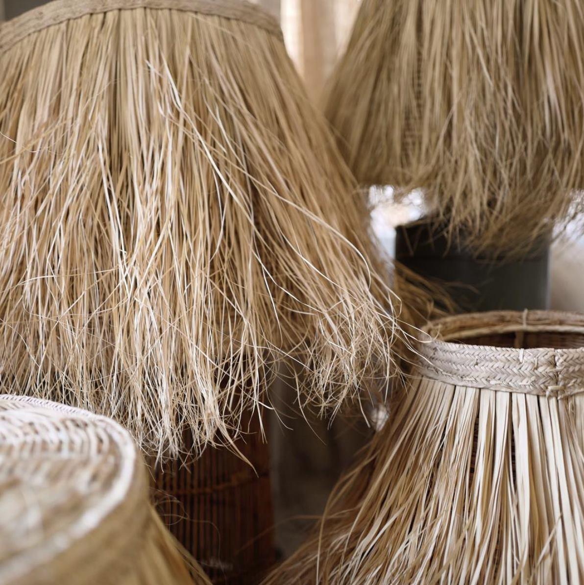 the palmist club in fioreria - la Fioreria è lieta di ospitare per la prima volta in esclusiva il Club Lumière lampshades, un progetto a cura di Clementina Calleri per The Palmist Club.Le lampade sono realizzate a mano da Clementina ed artigiani in Kenya e i proventi ricavati dalle vendite saranno alla Fondazione Calleri a Wamba, Kenya, che si occupa della scolarizzazione di comunità di bambini e ad un'altra scuola di artigianato a Malindi.Sarà possibile acquistare le lampade ed altre piccole produzioni artigianali di The Palmist Club fino al 31 Luglio.Cittadina dei piccoli villaggi dell'artigianato, Clementina Calleri è laureata in Antropologia tribale e foto giornalismo a Londra. Passando dal vivere nella regione Samburu County in Kenya alla Peninsula dello Yucatán, crea la sua prima collezione di oggetti per la casa ed il viaggio per Coqui Coqui, magici Resorts e Perfumeria. Predilezione al digitale, collabora in seguito per la creazione del sito online The Invisible Collection per poi raggiungere il team di Federico Marchetti nel gruppo YOOX Net-a-porter a Milano.