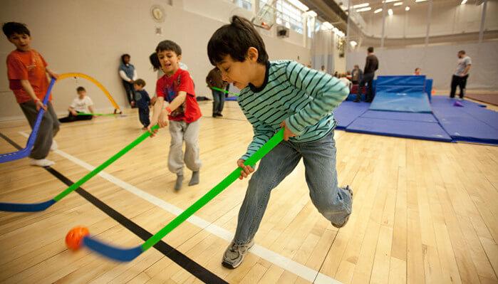 March_Break_Camp_Boys_Playing_Floor_Hockey_699x399.jpg