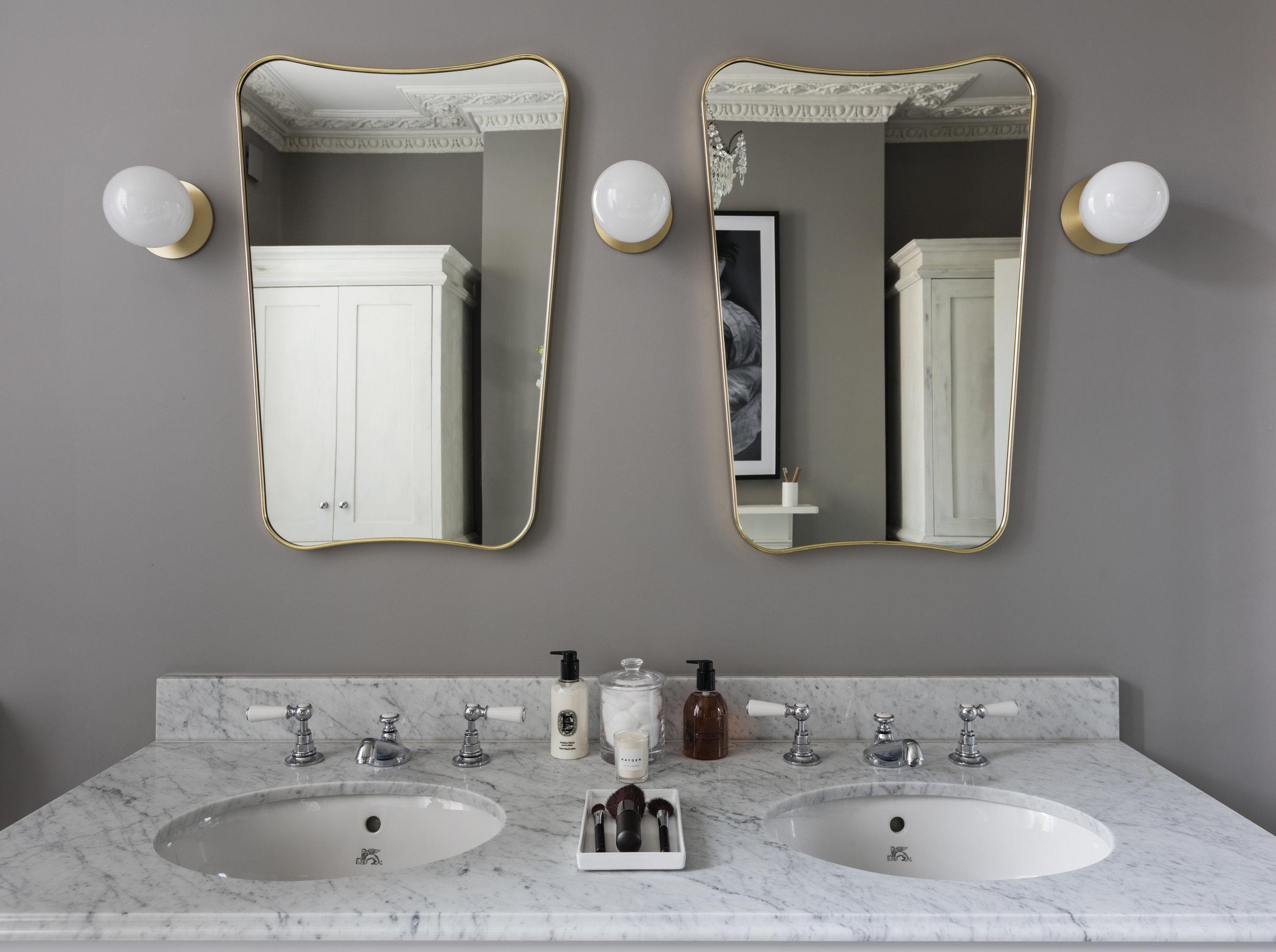 Double wash basin in master en-suite