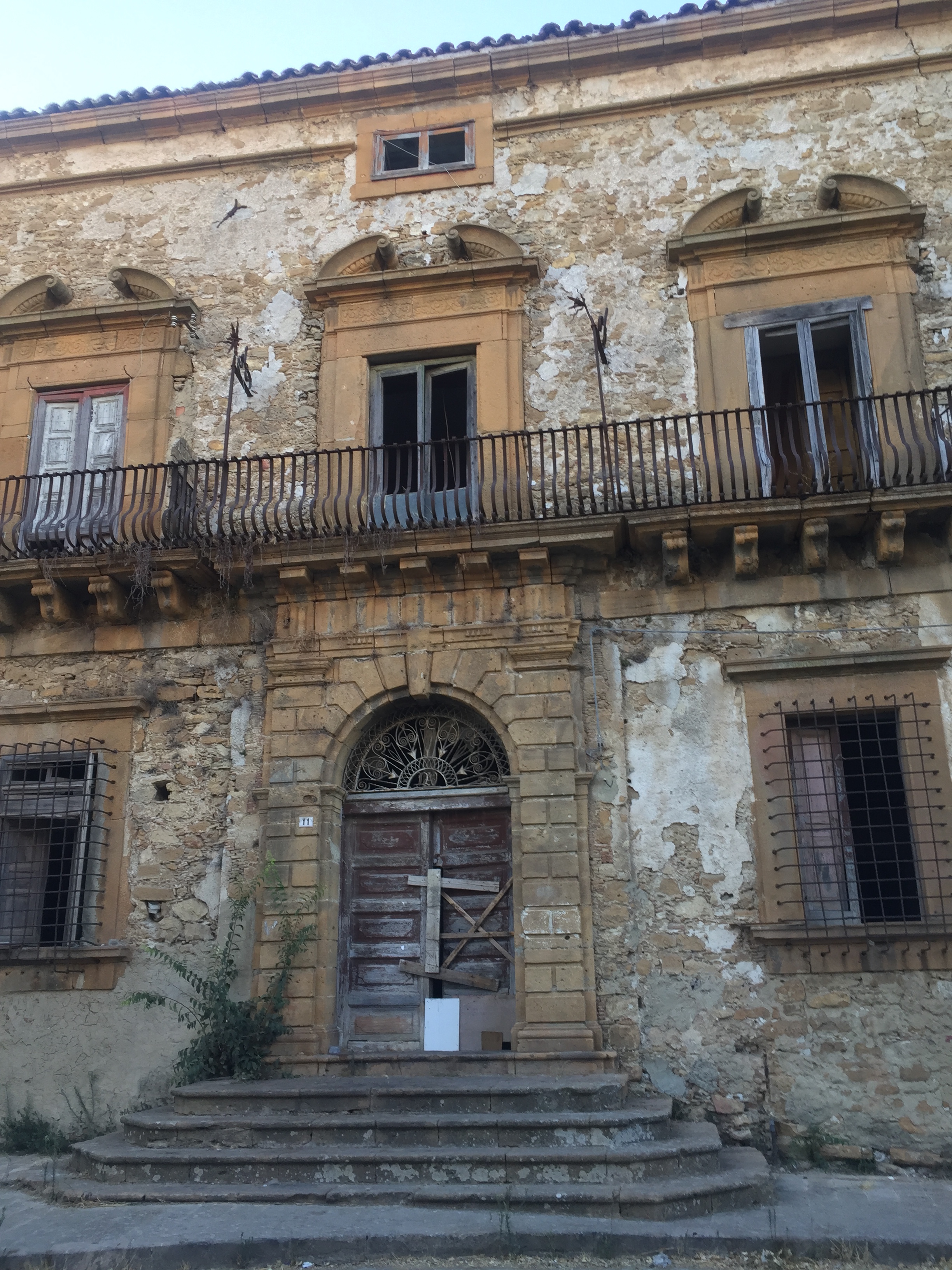 A ramshackled old home in Piazza Armerina