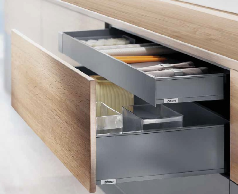 Legrabox – Orion Grey - USING THE BLUM LEGRABOX METAL DRAWER BOX SYSTEM WE CAN UPGRADE YOUR CABINET INTERIOR IN A SLEEK, MODERN AESTHETIC. OUR PREMIUM LEVEL DRAWER FOR MODERN KITCHENS HAS BEEN ENGINEERED FOR A LONG-TERM LIFESPAN, AND QUIET AND EFFORTLESS USE. $35 ABOVE THE COST OF OUR STANDARD MAPLE DRAWER BOX.