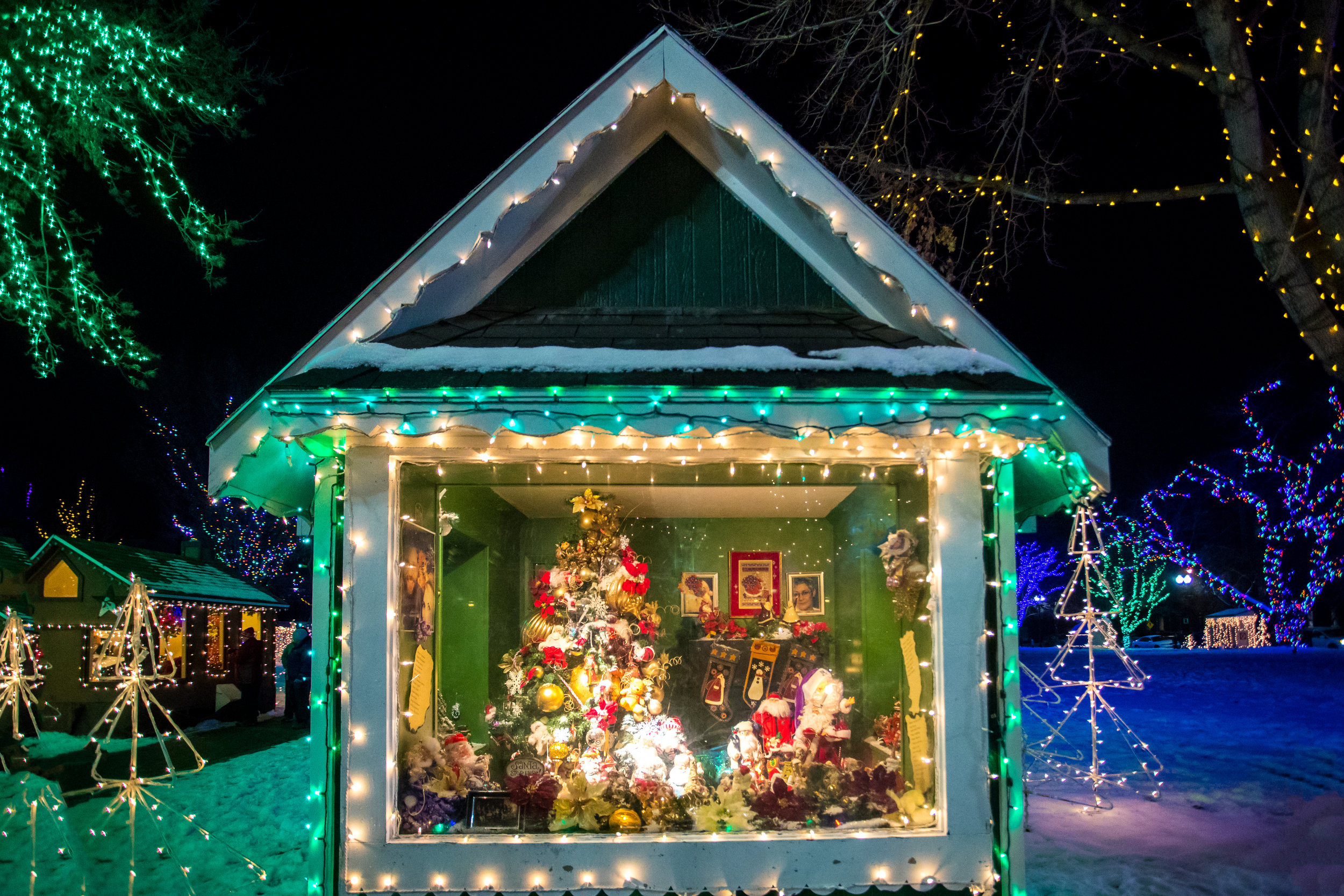 171226_christmasVillage1079-Edit.jpg