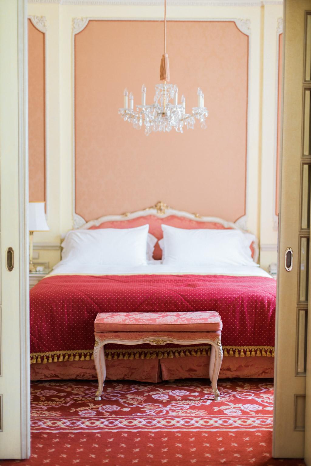 surprise-birthday-wedding-anniversary-themed-shooting-hotel-imperial-schloss-belvedere-vienna-austria-melanie-nedelko-photography-sissi-franz (3).JPG