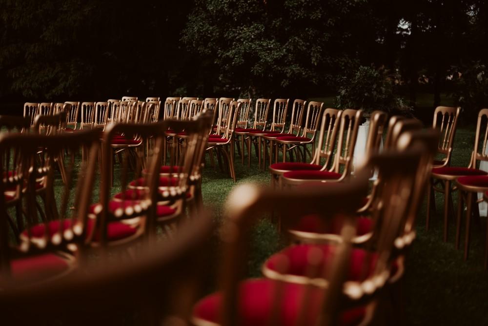 dark-moody-summer-wedding-schloss-margarethen-am-moos-vienna-austria-highemotionweddings-planner-landofwhitedeer (34).jpg