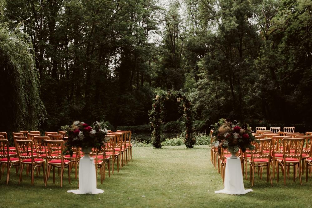 dark-moody-summer-wedding-schloss-margarethen-am-moos-vienna-austria-highemotionweddings-planner-landofwhitedeer (31).jpg