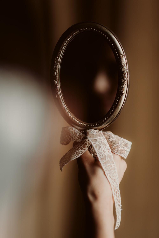 dark-moody-summer-wedding-schloss-margarethen-am-moos-vienna-austria-highemotionweddings-planner-hotel-imperial-bride-getting-ready (4).jpg