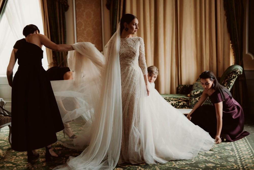 dark-moody-summer-wedding-schloss-margarethen-am-moos-vienna-austria-highemotionweddings-planner-beaded-champagne-bridal-dress-ersa-atelier (4).jpg