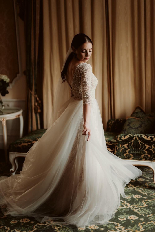 dark-moody-summer-wedding-schloss-margarethen-am-moos-vienna-austria-highemotionweddings-planner-beaded-champagne-bridal-dress-ersa-atelier (1).jpg