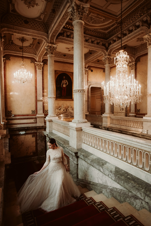 dark-moody-summer-wedding-schloss-margarethen-am-moos-vienna-austria-highemotionweddings-planner-hotel-imperial-bride-getting-ready (18).jpg