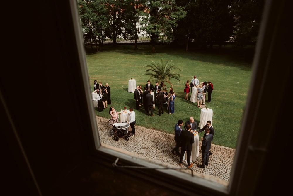 dark-moody-summer-wedding-schloss-margarethen-am-moos-vienna-austria-highemotionweddings-planner-landofwhitedeer (94).jpg