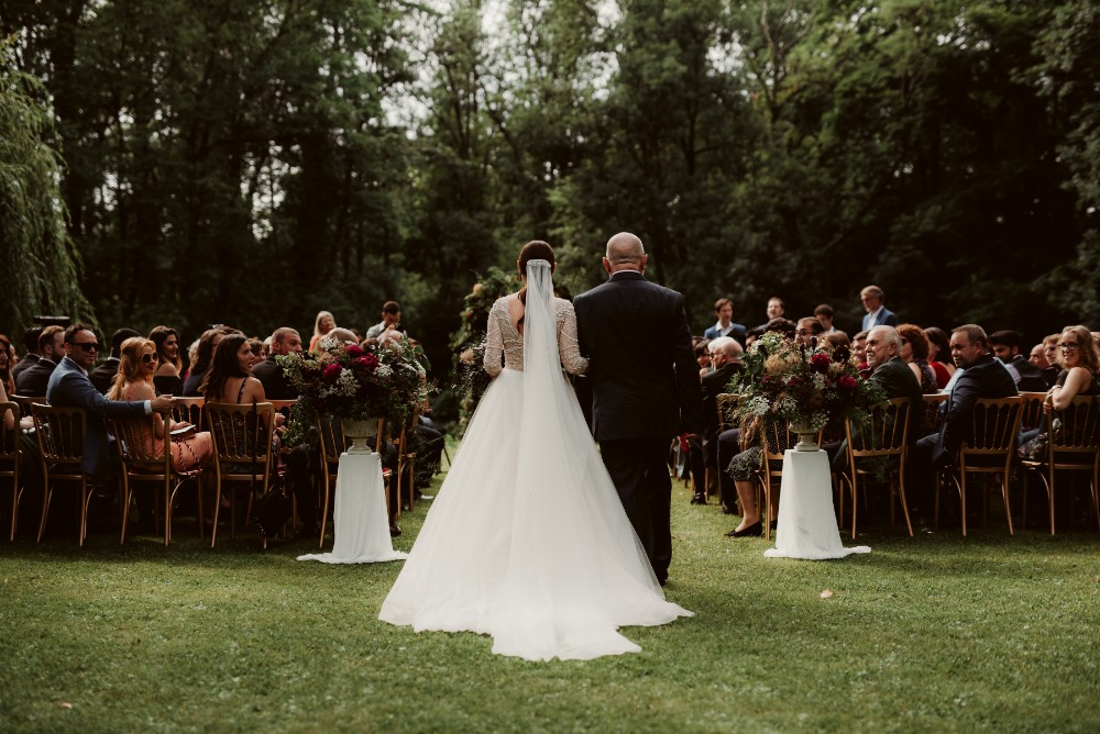 dark-moody-summer-wedding-schloss-margarethen-am-moos-vienna-austria-highemotionweddings-planner-ceremony-arch-lake-aisle (1).jpg