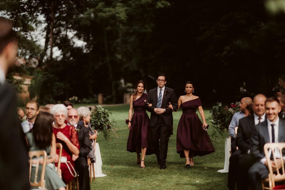 dark-moody-summer-wedding-schloss-margarethen-am-moos-vienna-austria-highemotionweddings-planner-landofwhitedeer (39).jpg