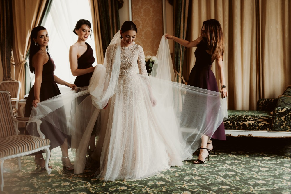 dark-moody-summer-wedding-schloss-margarethen-am-moos-vienna-austria-highemotionweddings-planner-beaded-champagne-bridal-dress-ersa-atelier (5).jpg