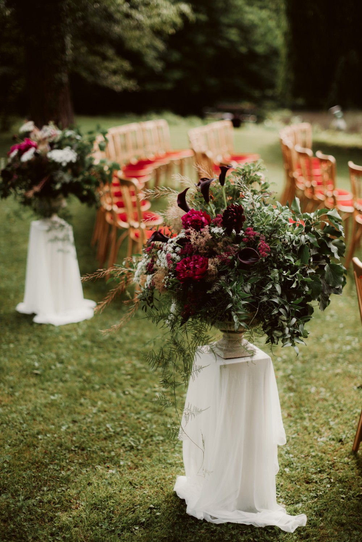 dark-moody-summer-wedding-schloss-margarethen-am-moos-vienna-austria-highemotionweddings-planner-landofwhitedeer (32).jpg