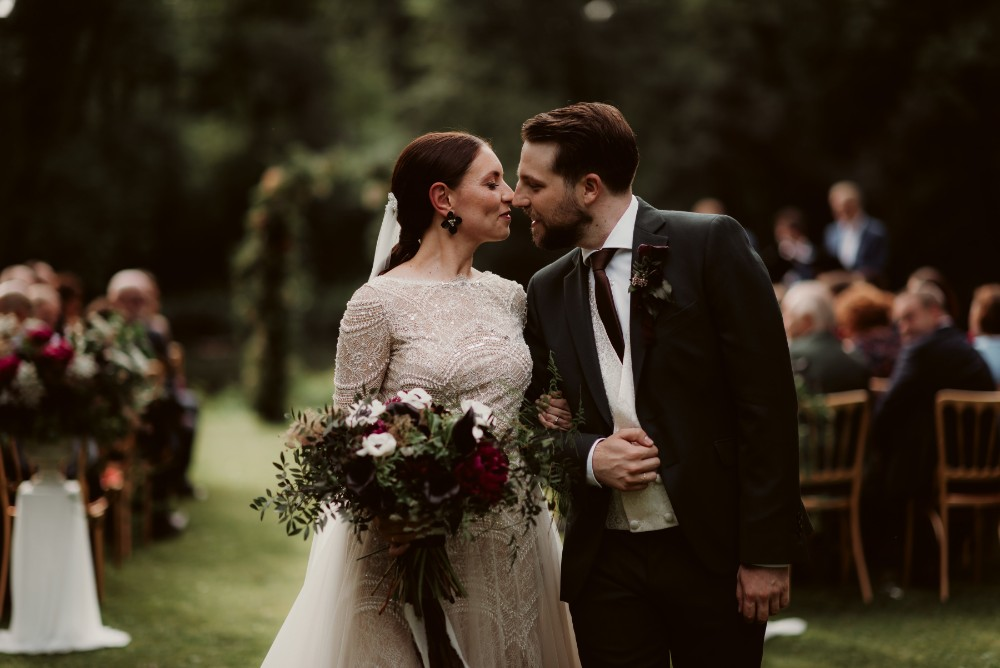 dark-moody-summer-wedding-schloss-margarethen-am-moos-vienna-austria-highemotionweddings-planner-landofwhitedeer (49).jpg