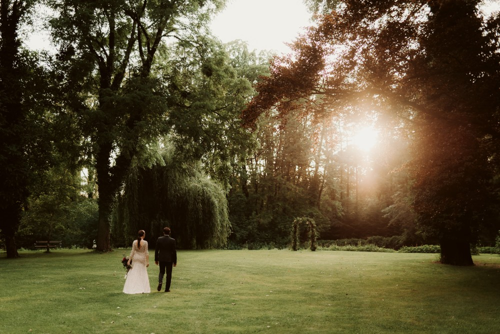 dark-moody-summer-wedding-schloss-margarethen-am-moos-vienna-austria-highemotionweddings-planner-landofwhitedeer (58).jpg