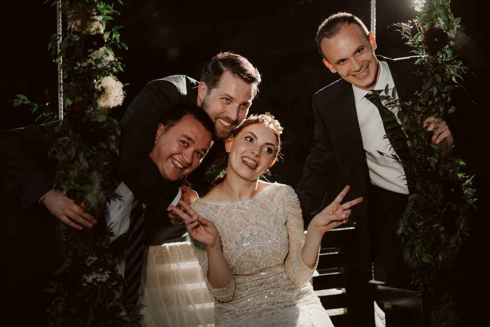 dark-moody-summer-wedding-schloss-margarethen-am-moos-vienna-austria-highemotionweddings-planner-landofwhitedeer (82).jpg