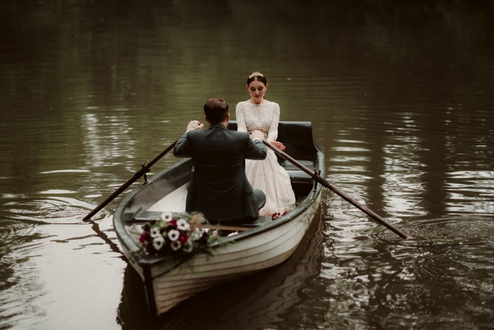 dark-moody-summer-wedding-schloss-margarethen-am-moos-vienna-austria-highemotionweddings-planner-landofwhitedeer (64).jpg