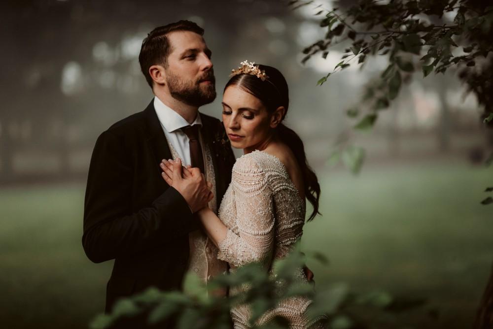 dark-moody-summer-wedding-schloss-margarethen-am-moos-vienna-austria-highemotionweddings-planner-landofwhitedeer (75).jpg