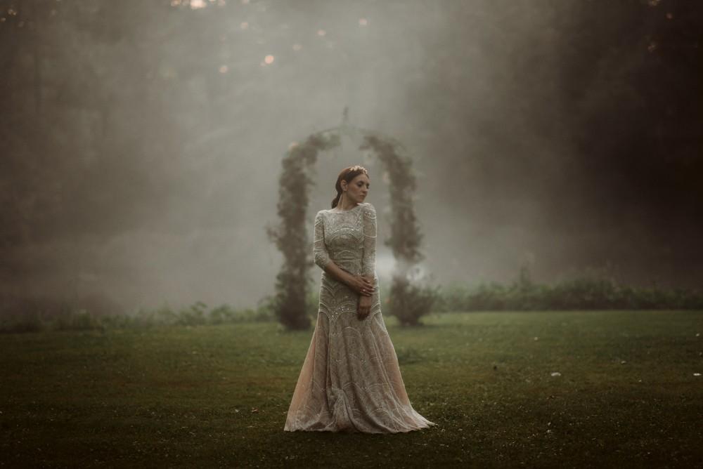 dark-moody-summer-wedding-schloss-margarethen-am-moos-vienna-austria-highemotionweddings-planner-landofwhitedeer (79).jpg