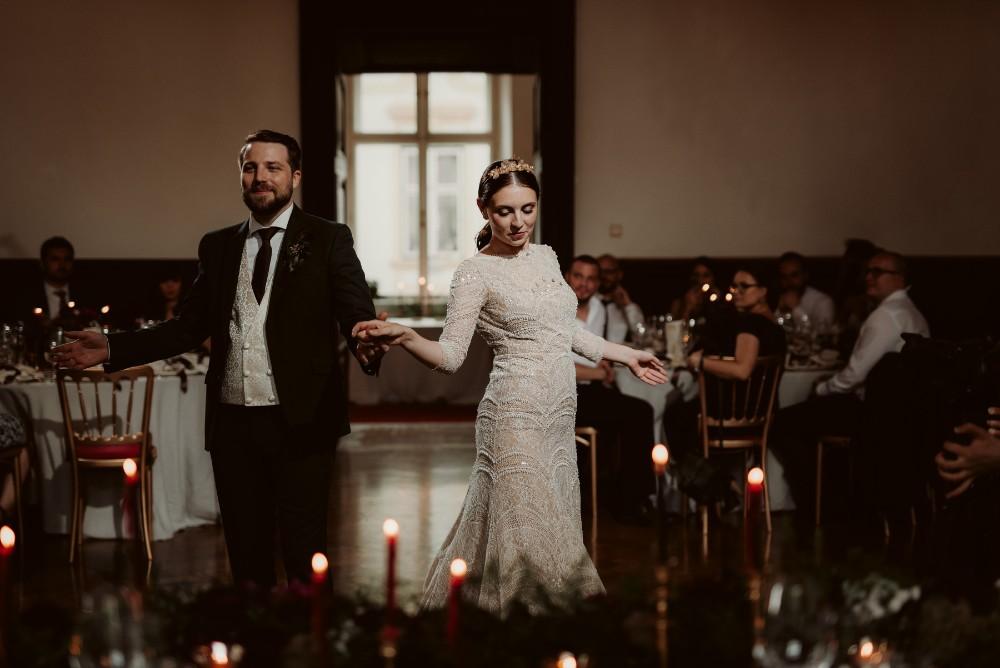 dark-moody-summer-wedding-schloss-margarethen-am-moos-vienna-austria-highemotionweddings-planner-landofwhitedeer (101).jpg