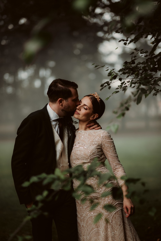 dark-moody-summer-wedding-schloss-margarethen-am-moos-vienna-austria-highemotionweddings-planner-landofwhitedeer (73).jpg