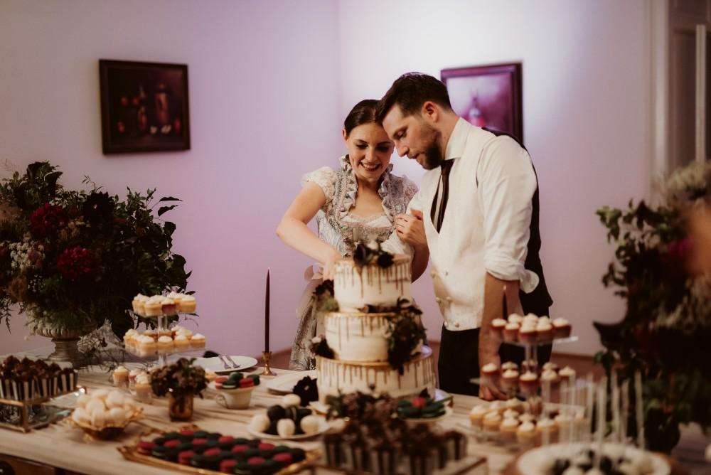 dark-moody-summer-wedding-schloss-margarethen-am-moos-vienna-austria-highemotionweddings-planner-landofwhitedeer (109).jpg