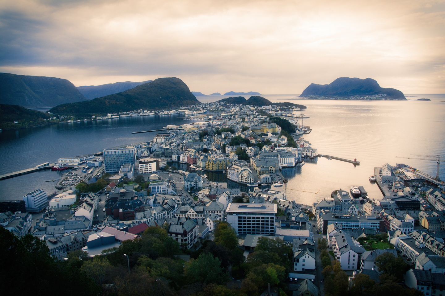 <h2>Norway</h2><a href='/norway'>Click to view</a>