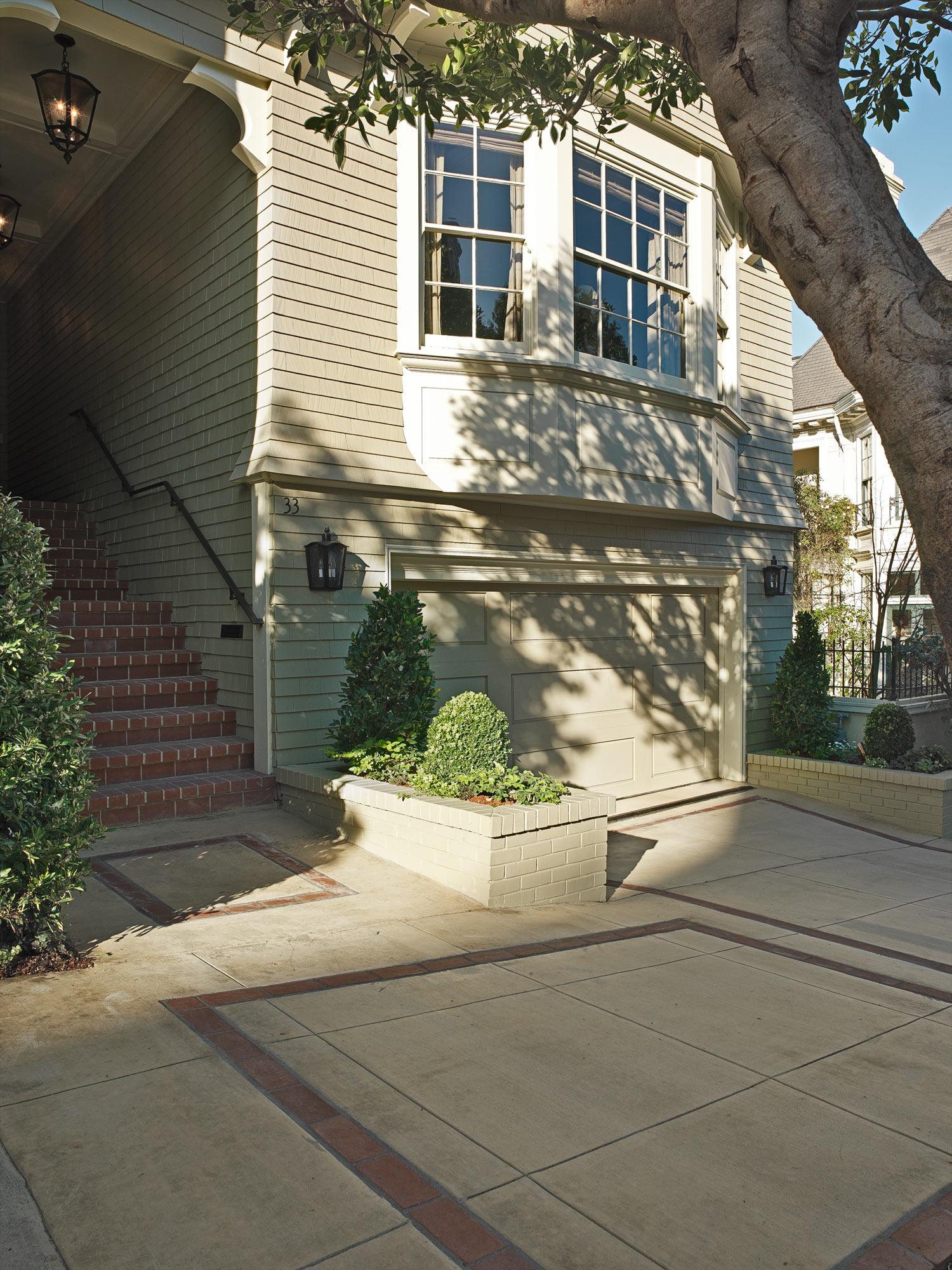 entry-&-sidewalk-.jpg