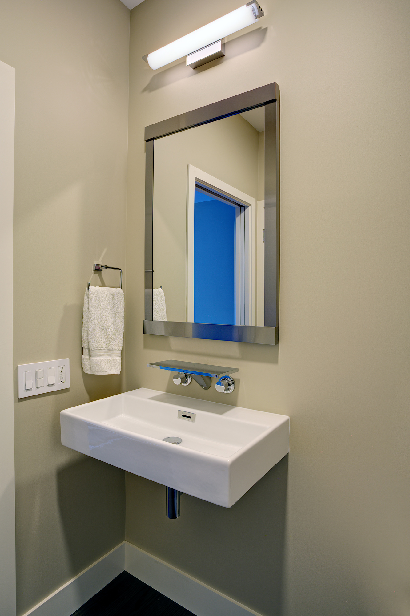 small guest bathroom 2.jpg