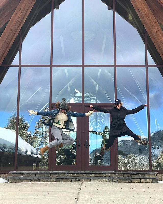 Jumping in to St. Patty's Day like... 🍀Girls weekend in Big Sky is off to a pretty kick-ass start. // #trouvailletravels #bigsky #montana #weekendvibes #cabinweekend