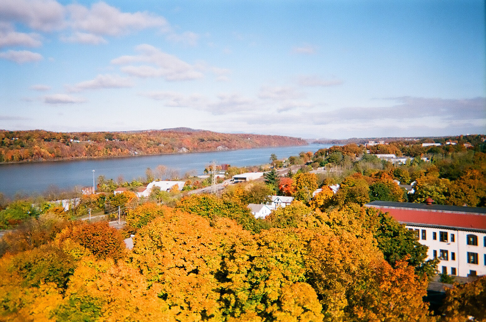 Hudson_River_Valley_in_autumn.jpg