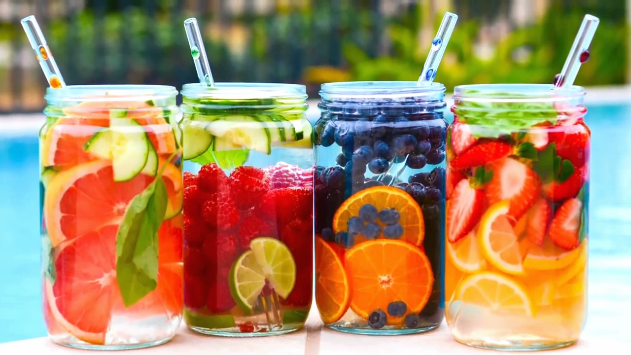 Infused water is a smarter way to drink water in the summer!