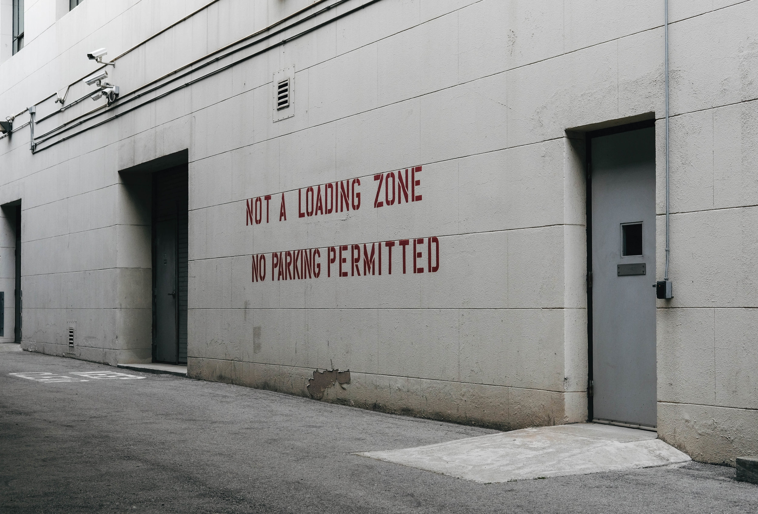 "<p style=""font-family:brandon-grotesque;font-weight:500; font-size:11px; text-center:left; color:light grey;letter-spacing: 1px"">AUGUST 16, 2017 • NOT A LOADING ZONE • � San Francisco, CA</p>"