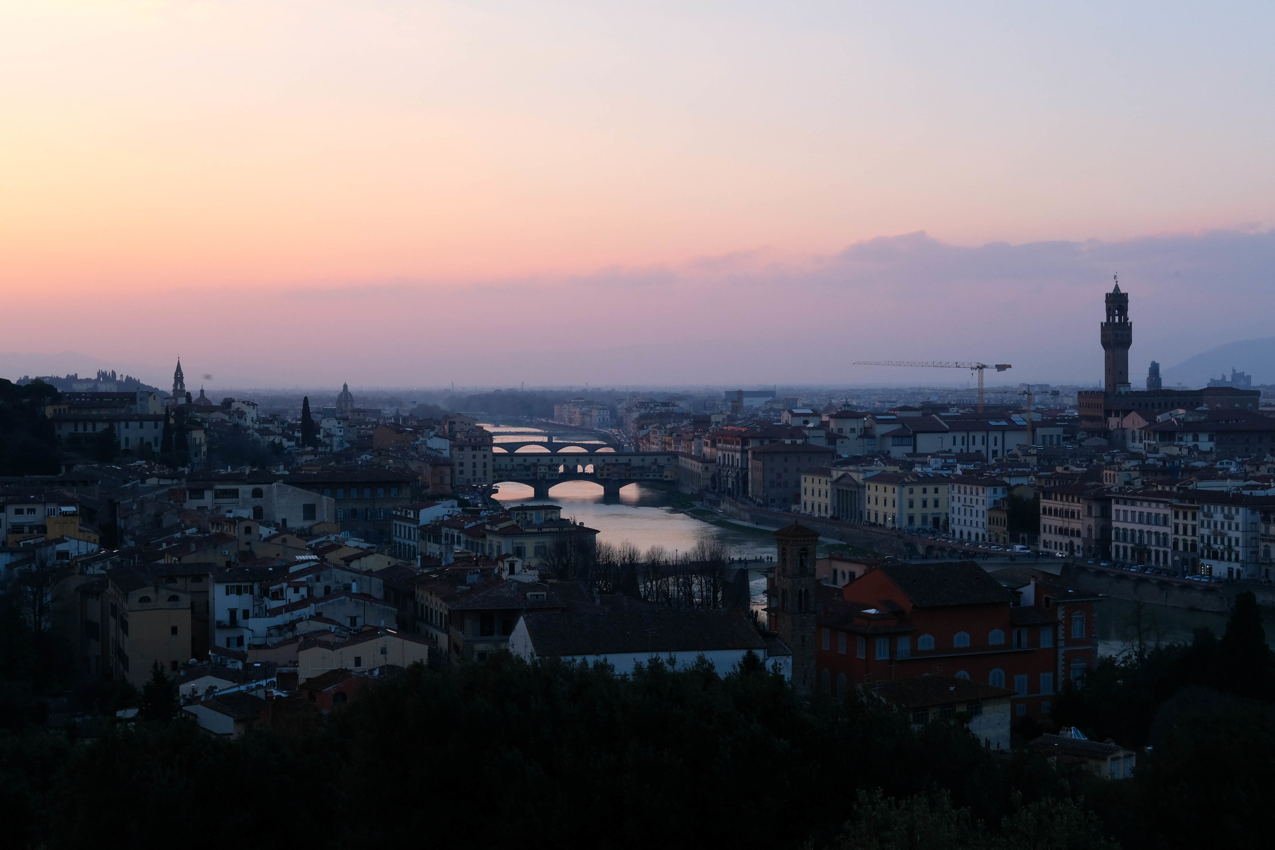 "<p style=""font-family:brandon-grotesque;font-weight:500; font-size:11px; text-center:left; color:light grey;letter-spacing: 1px"">MARCH 27, 2018 • ARRIVEDERCI FIRENZE • �Florence, Italy 🇮🇹</p>"