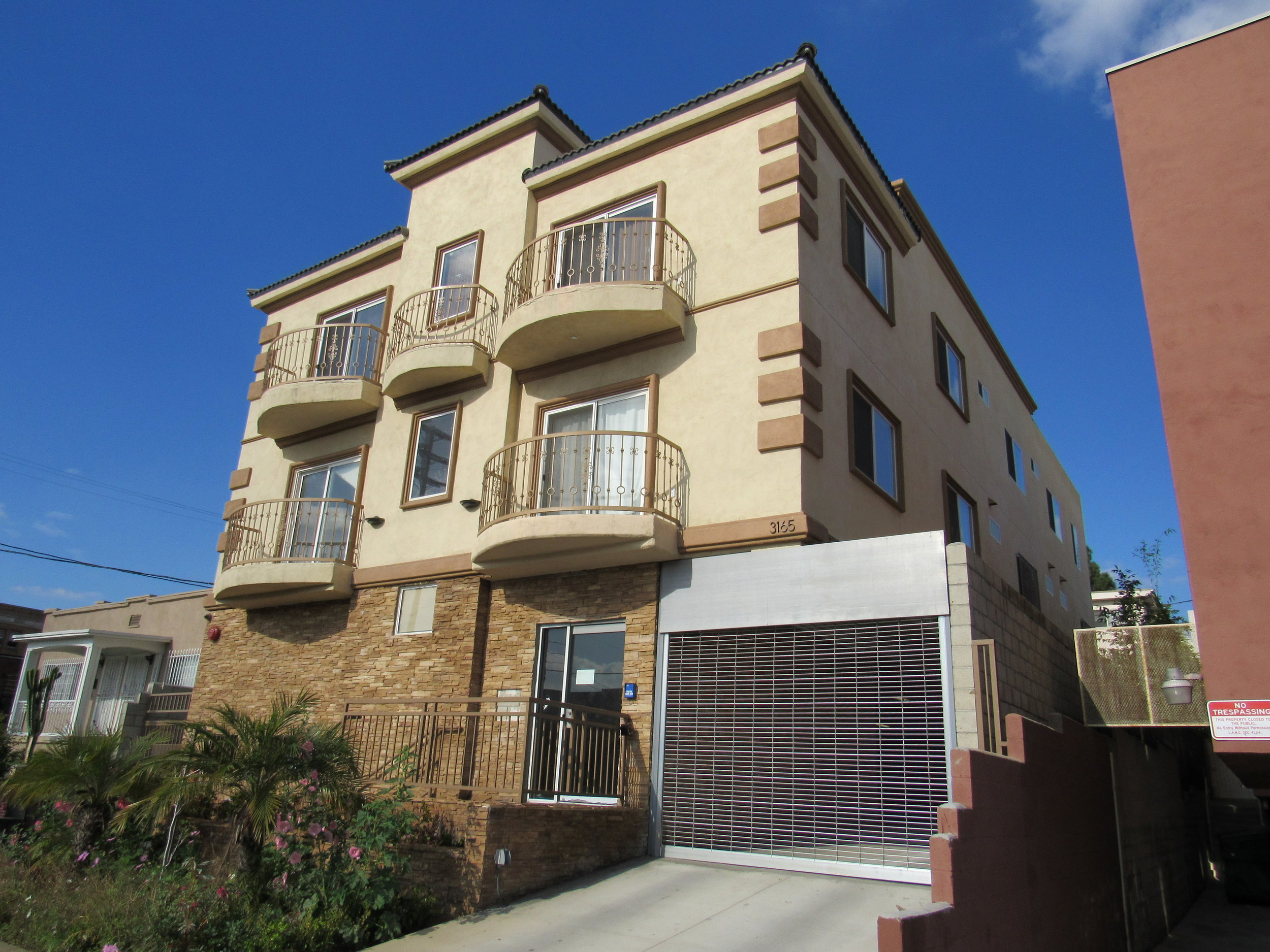 11 St: 4-Unit Apartment