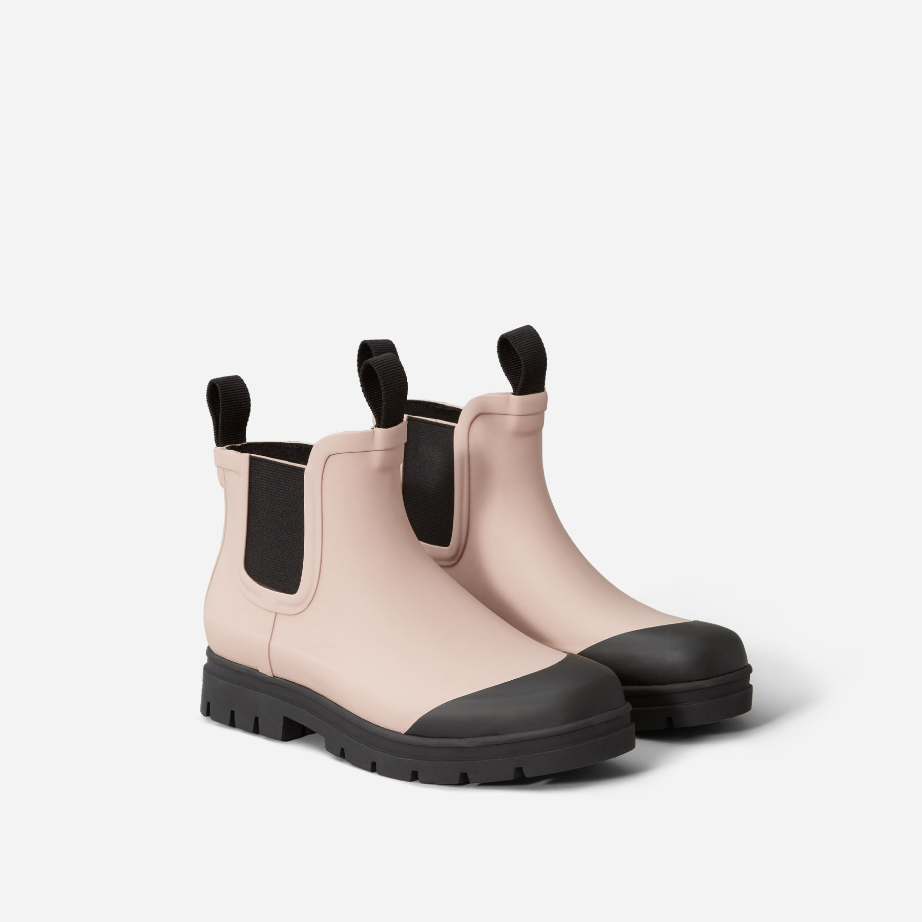 Everlane Rain Boot - It's not surprising that a LA native does not own rain boots or even an umbrella (thanks Mom for the loaner!), but after the second rain spell we've had this year, I'm beginning to see why they are good to have on hand. These new Everlane rain boots just dropped today and I already scooped up this pink pair!