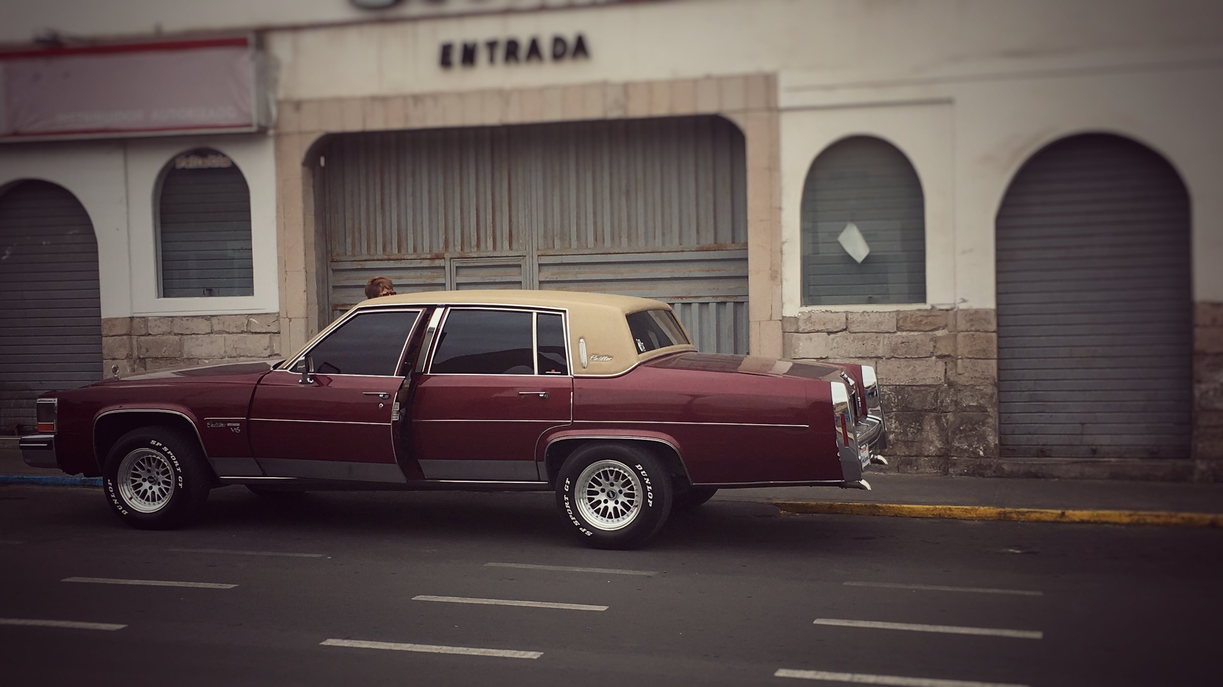 70's & 80's cars proliferate, most much more beaten up : Tacna