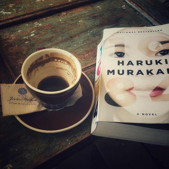 miércoles = café y libros . . . . . #salento #quindio #colombia  #wanderlust  #travelphotography  #wayfaringwandering #miercoles #libros #harukimurakami