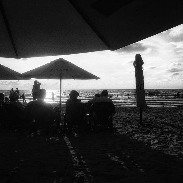 🖤 . . . . #playabocagrande #cartagena #colombia  #wanderlust  #travelphotography  #beachphotography #streetphotography #wayfaringwandering #sunset #blackandwhite #spi_silhouettes