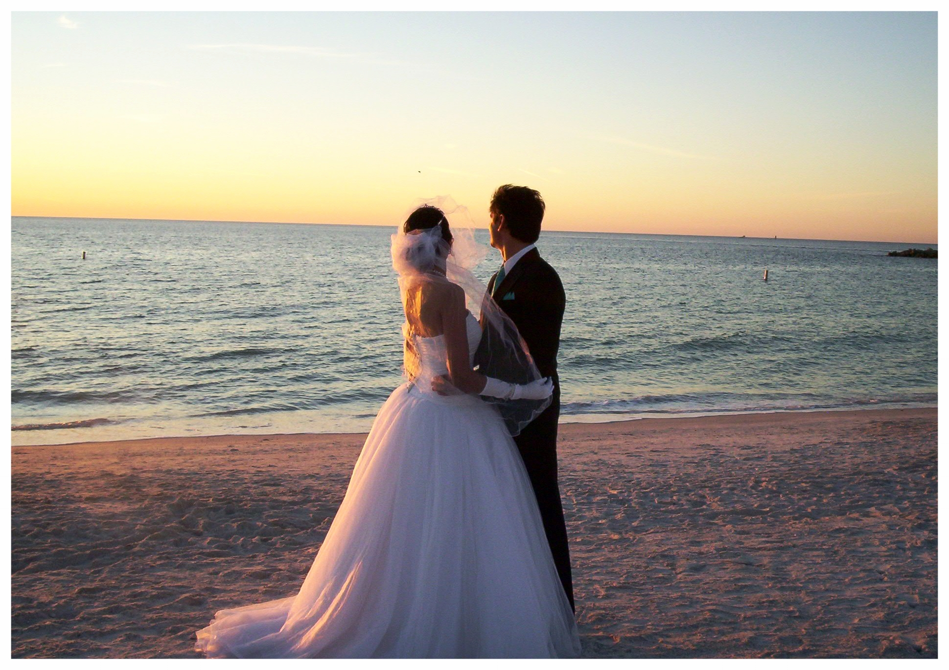 beach_weddings_at_sunset_wallpaper_cool_hd.jpg
